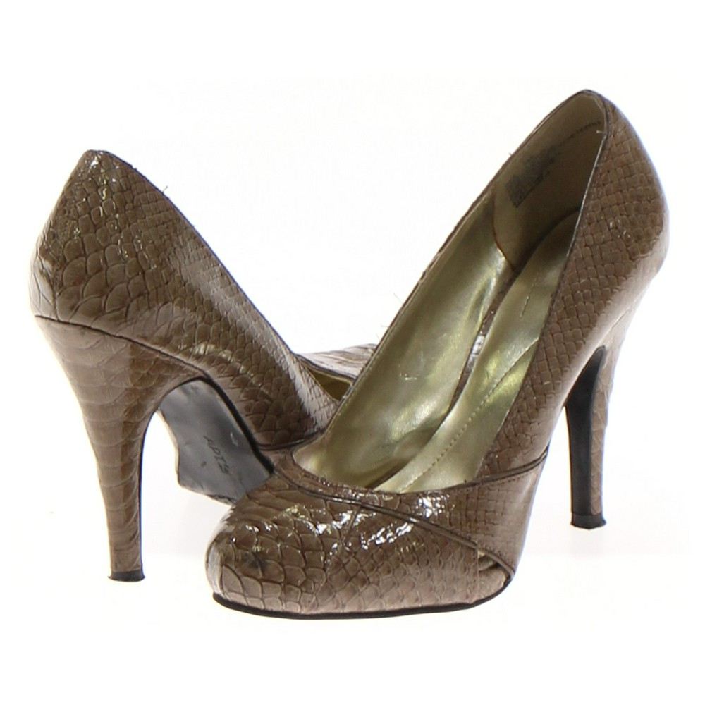 Green Apt. 9 Pumps, Size 7 Women's, at